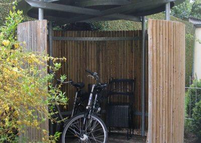 Fahrradgarage an Wohnhaus in Pullach