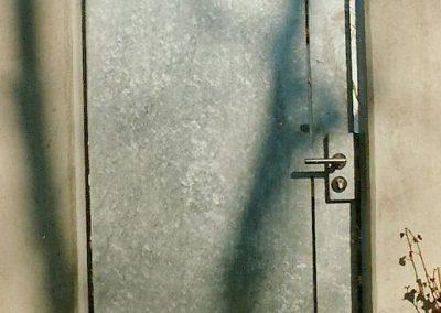 Türe zu Müllhaus an Wohnhaus in Fürstenfeldbruck