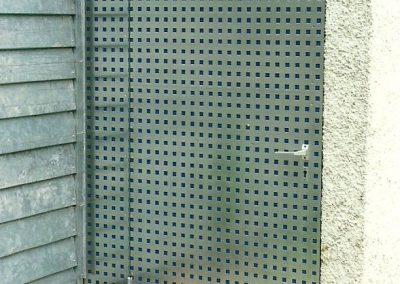 Türe zu Müllhaus an Wohnanlage in Fürstenfeldbruck
