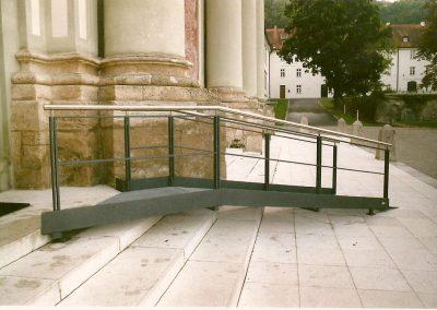 Rampe für Behinderte an der Klosterkirche Fürstenfeld
