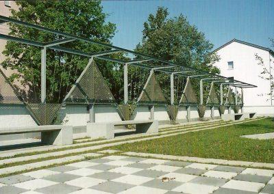 Pergola auf einem öffentl. Platz in München