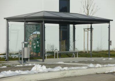 Bus-Wartehäuschen im Gewerbepark Inning